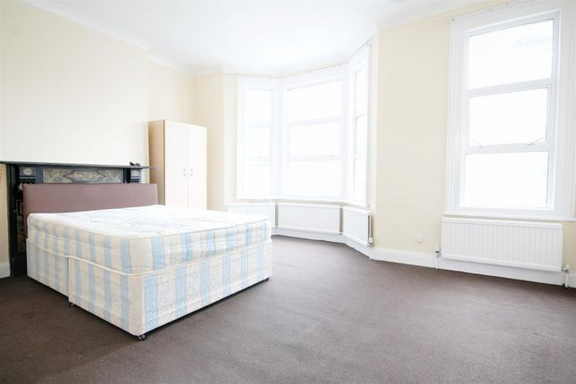 Thumbnail Flat to rent in Leghorn Road, Kensal Green, London