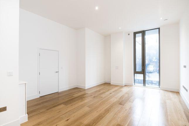 Thumbnail Duplex to rent in Faraday Road, London
