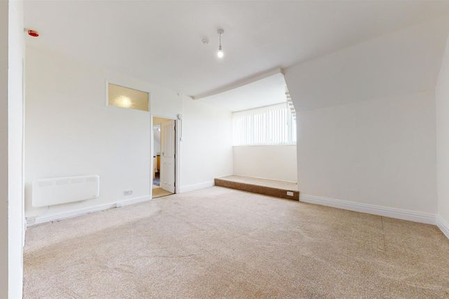 Thumbnail Flat to rent in Victoria Avenue, Princes Avenue, Hull
