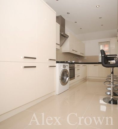 Thumbnail Terraced house to rent in Canning Crescent, London