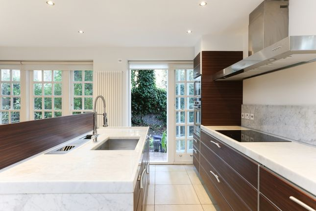 Thumbnail Mews house to rent in St Mary Abbots Terrace, London