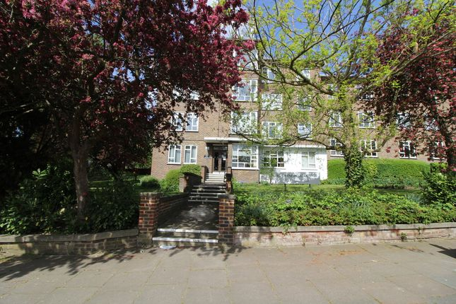 2 bed flat to rent in Buckingham Lodge, Muswell Hill, London