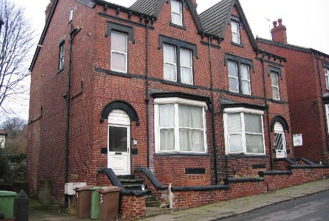Thumbnail Flat to rent in Roundhay Place, Roundhay, Leeds