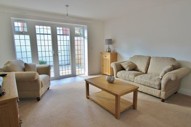 2 bed terraced house to rent in Tudor Gardens, Worthing BN11