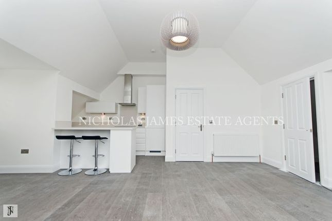 Thumbnail Flat to rent in Willenhall Lodge, Great North Road, New Barnet