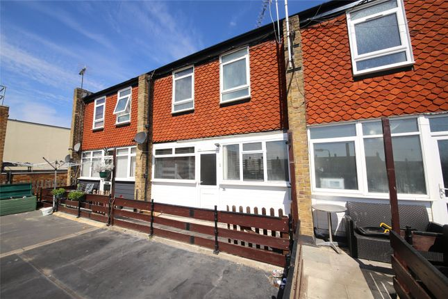 3 bed maisonette to rent in St. Johns Way, Corringham SS17