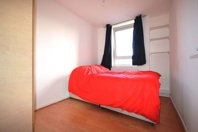 3 bed flat to rent in Hanbury Street, London
