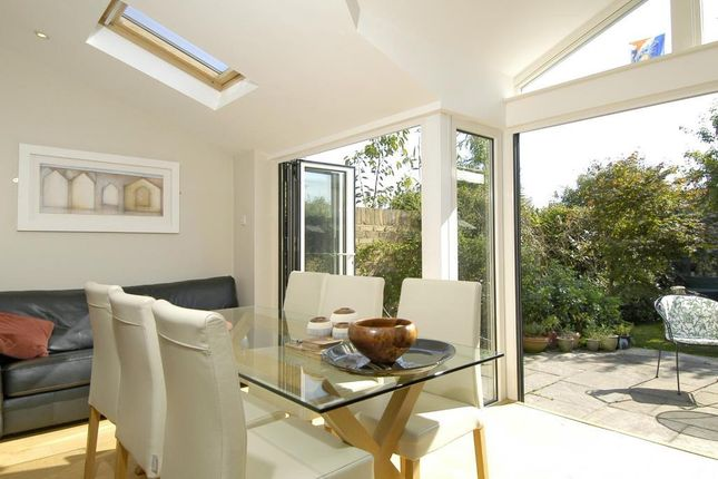 Thumbnail Cottage to rent in Station Road, Sunningdale