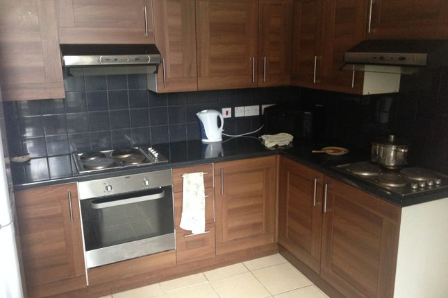 Thumbnail Shared accommodation to rent in Heath Road, Twickenham