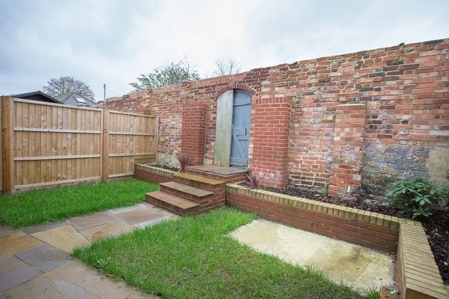 Thumbnail Flat to rent in South Street, Havant