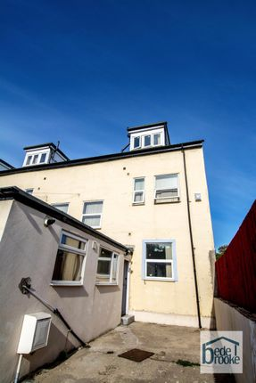 7 bed terraced house to rent in Chester Oval, Sunderland