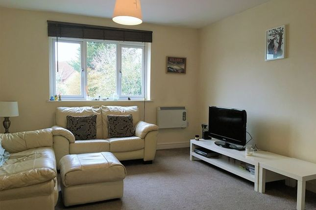 2 bed flat to rent in Cavendish Road, Emmer Green, Reading