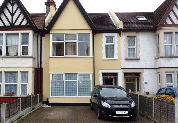 Thumbnail Flat to rent in Finchley Road, Westcliff On Sea