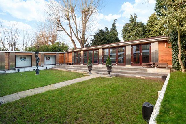Garden View of Beechwood Avenue, Finchley N3,