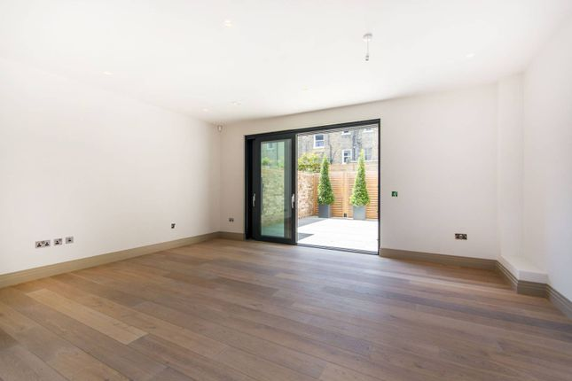Thumbnail Property to rent in Bolingbroke Grove, Between The Commons