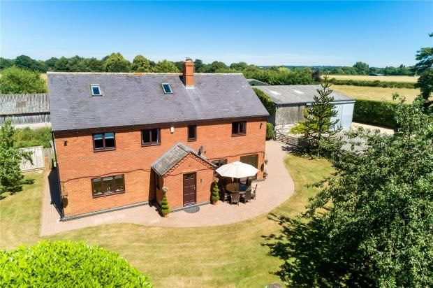 Thumbnail Detached house for sale in Stratford Road, Wellesbourne, Warwick