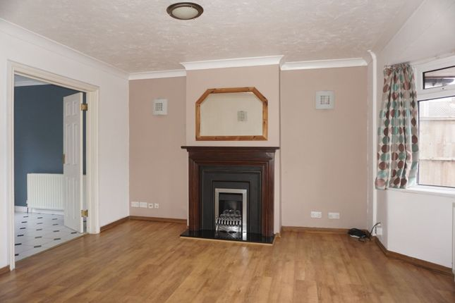 Thumbnail Terraced house to rent in Westfield Road, Camberley