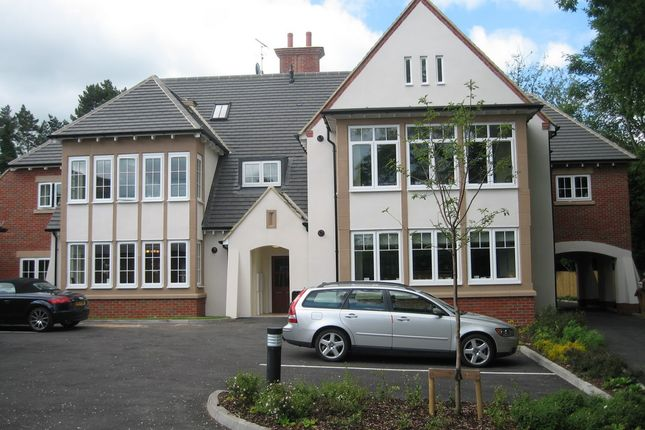 Thumbnail Flat to rent in Dean Court Road, Banbury