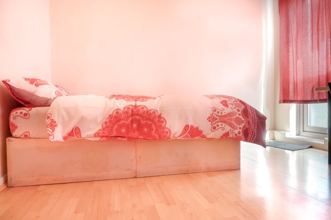 Thumbnail Shared accommodation to rent in Malmesbury Road. Bow, London