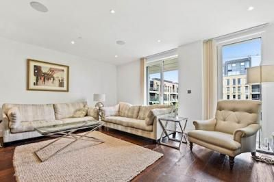 Thumbnail Flat for sale in Central Avenue, Fulham