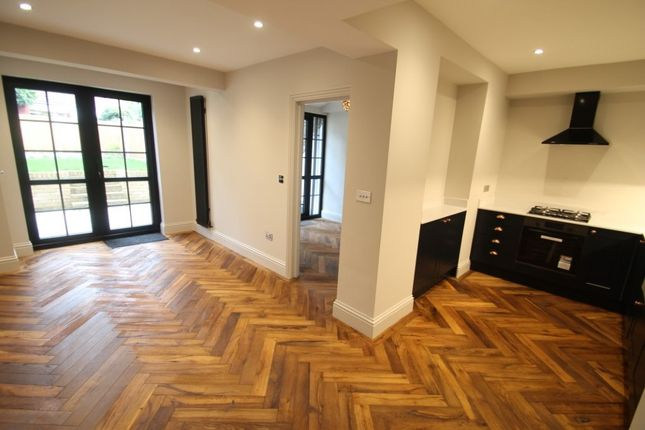 2 bed flat for sale in Holly Road, Wanstead E11