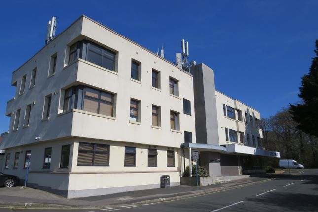 Thumbnail Flat to rent in Silvester Road, Cowplain, Waterlooville