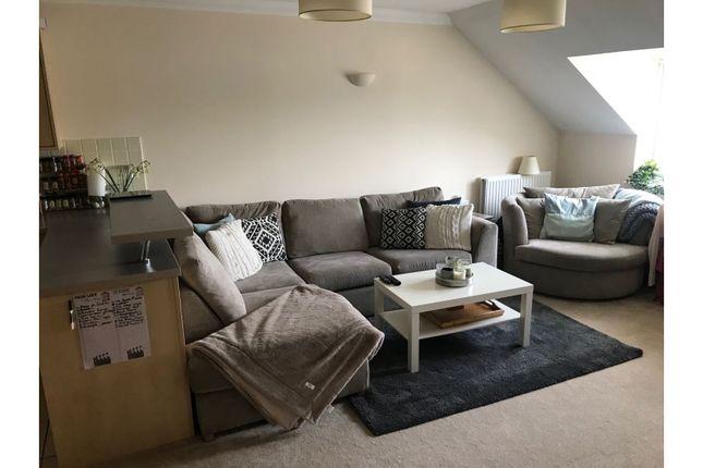 Living Room of Squirrel Walk, Wokingham RG41
