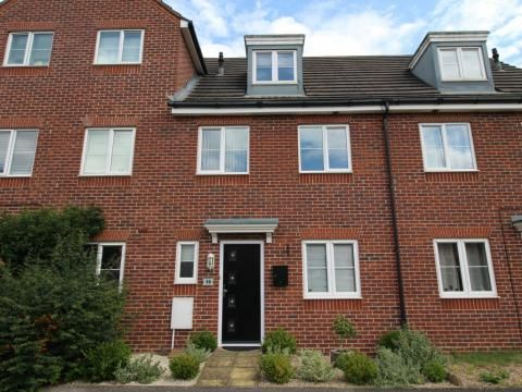 Thumbnail Town house to rent in Fawn Drive, Aldershot