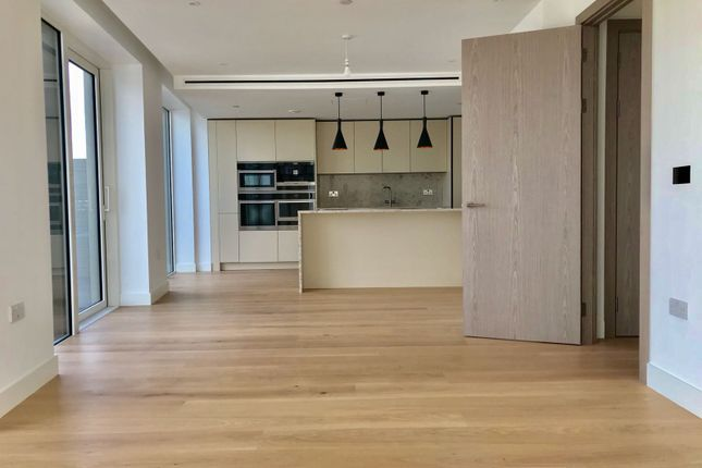 Thumbnail Flat for sale in Wapping
