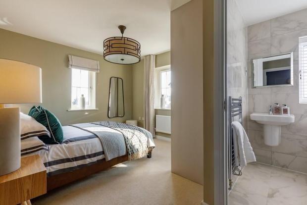 Bedroom Ensuite of London Road, Binfield RG12
