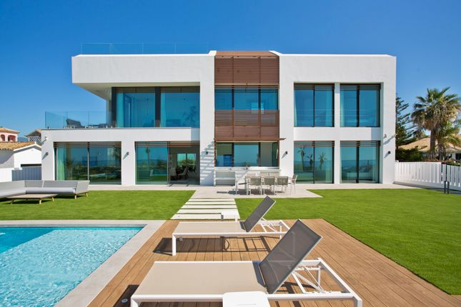 Thumbnail Villa for sale in New Golden Mile, Estepona, Malaga