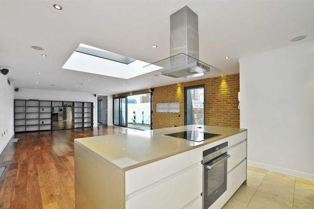 Thumbnail Flat for sale in Princelet Street, London