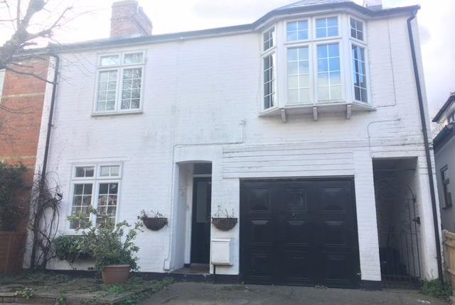 Thumbnail Flat to rent in Easthampstead Road, Wokingham