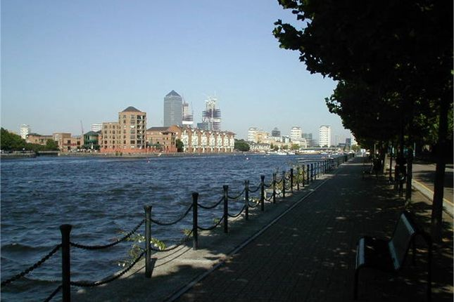 Thumbnail Town house to rent in Greenland Quay, London