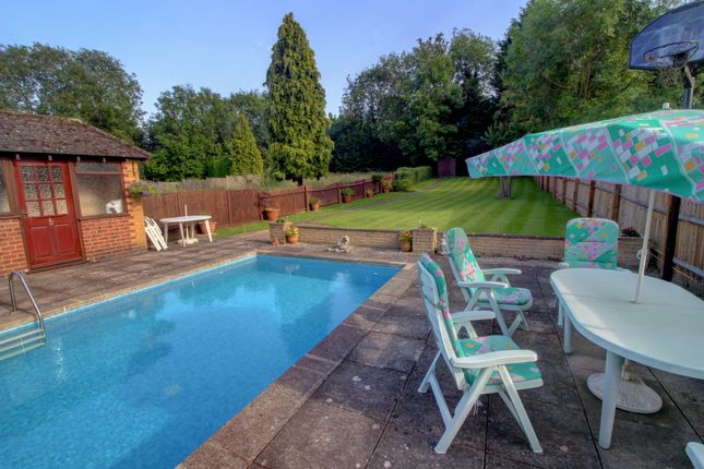 Patio And Pool of Hinckley Road, Leicester LE3