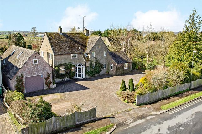 Thumbnail Detached house for sale in Fosseway Avenue, Moreton-In-Marsh