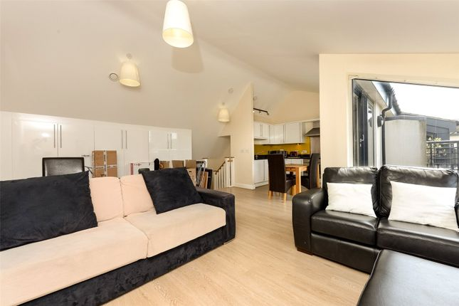 Thumbnail Flat to rent in Bolton House, 9 George Mathers Road, Elephant And Castle, London