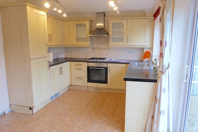 Thumbnail Semi-detached house to rent in Meadow View, Banbury