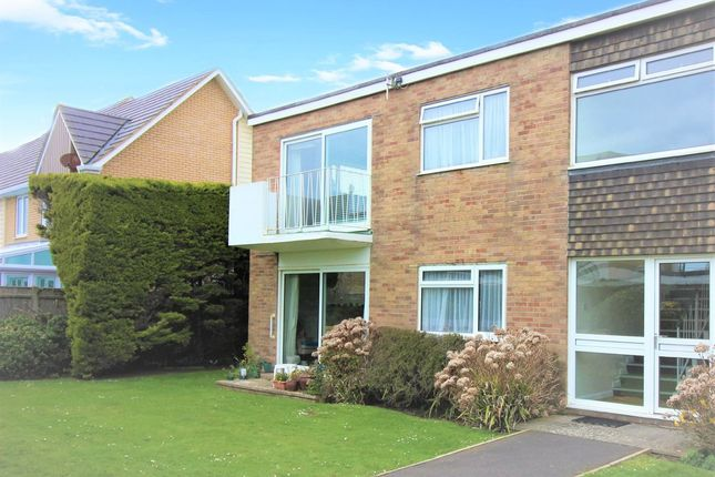 Thumbnail Flat to rent in Victoria Road, Milford On Sea, Lymington