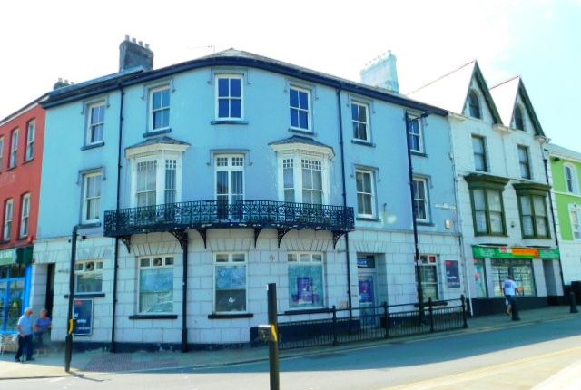 Retail premises to let in Victoria Square, Aberdare