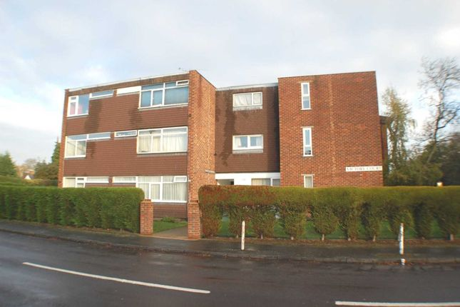 2 bed flat for sale in High Street, Addlestone