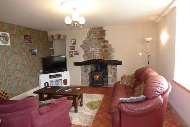 Lounge of Penffordd, Clynderwen SA66