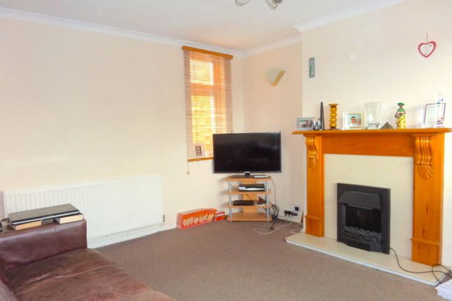 Thumbnail Flat to rent in Staines Road, Feltham