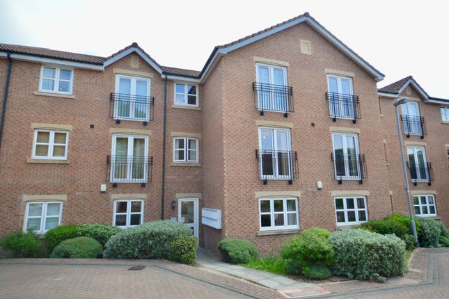 Thumbnail Flat for sale in St. Andrews Close, Wakefield, West Yorkshire