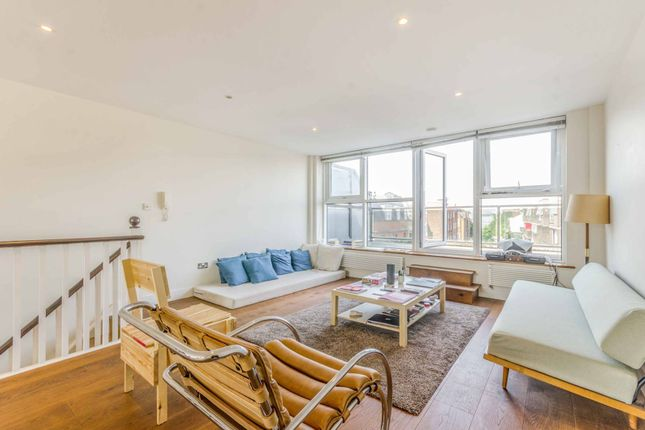 Thumbnail Flat to rent in Goswell Road, Clerkenwell, London