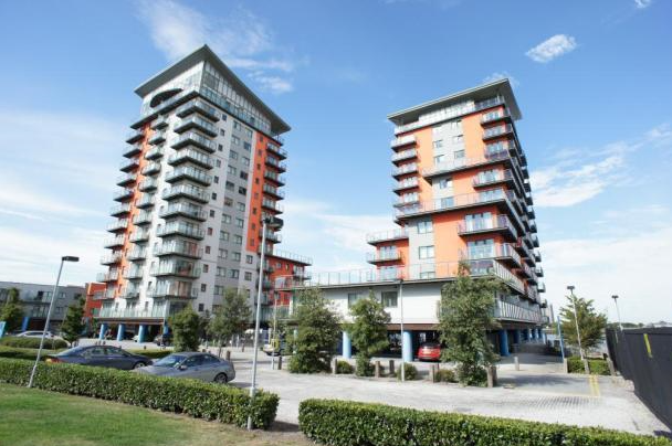 Thumbnail Flat to rent in Mizzen Mast House, Mast Quay, Woolwich, London