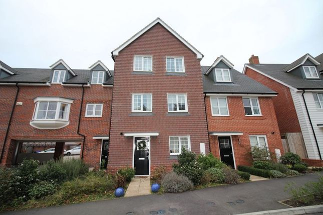Thumbnail Town house to rent in Jubilee Drive, Church Crookham, Fleet