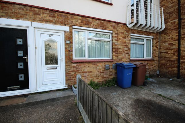 2 bed maisonette to rent in Stanley Road, Grays RM17