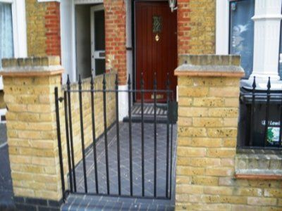 Thumbnail Town house to rent in Silvermere Road, London