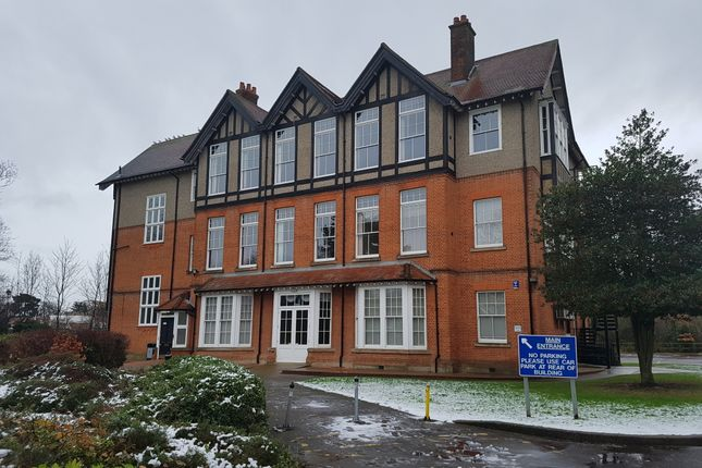 Thumbnail Shared accommodation to rent in Cranbrook Road, Ilford